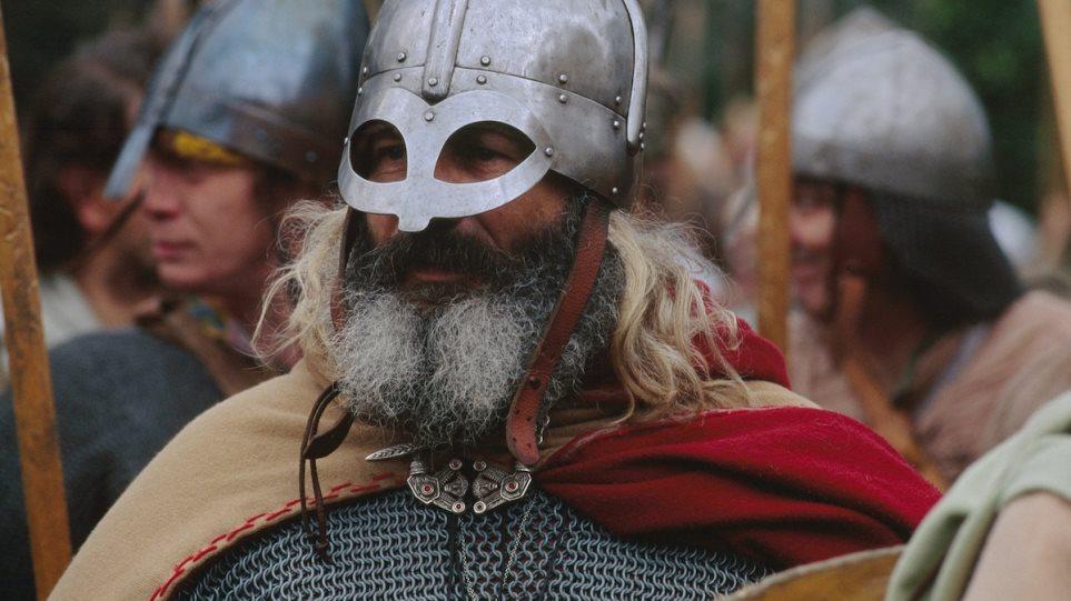 Δανοί αρχαιολόγοι καταγράφουν τις μετακινήσεις των Βίκινγκ – Τι «δείχνει» το DNA δύο πολεμιστών