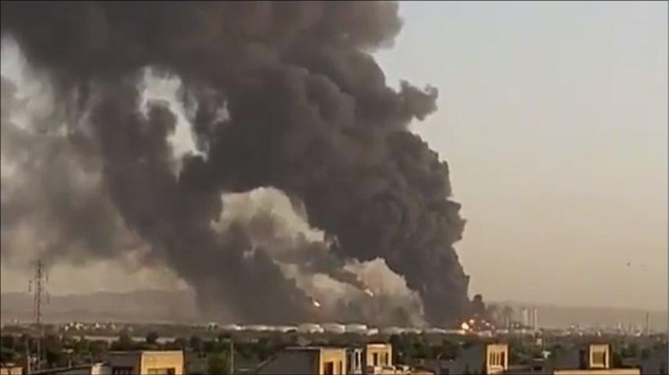 Βίντεο: Τεράστια πυρκαγιά ξέσπασε σε διυλιστήριο της Τεχεράνης