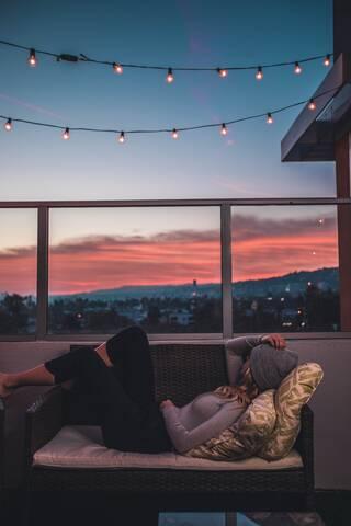 «Μικρά» μυστικά στο μπαλκόνι – Όλα όσα σε απασχολούν και θέλεις να πεις μόνο στην κολλητή σου