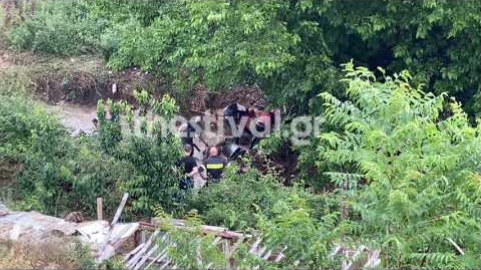 Θεσσαλονίκη: Ανέσυραν τον νεκρό από τα ορμητικά νερά – Εντοπίστηκε όχημα στην άκρη του ρέματος
