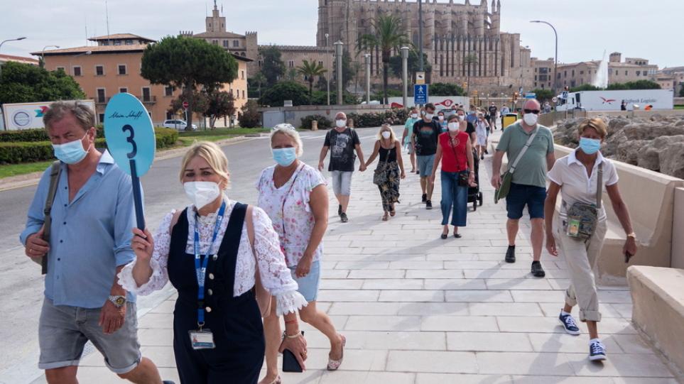 Ισπανία: Οι αρχές ερευνούν ένα ξέσπασμα Covid-19 μετά τις διακοπές εκατοντάδων φοιτητών στη Μαγιόρκα
