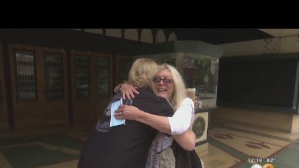 Έχασε το πορτοφόλι της πριν 46 χρόνια και της επεστράφη την περασμένη εβδομάδα – Δείτε βίντεο