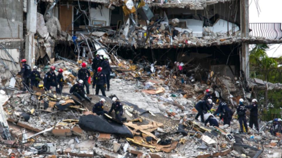 Κατάρρευση πολυκατοικίας στη Φλόριντα: Τουλάχιστον 12 νεκροί – Στον τόπο της τραγωδίας αύριο ο Μπάιντεν