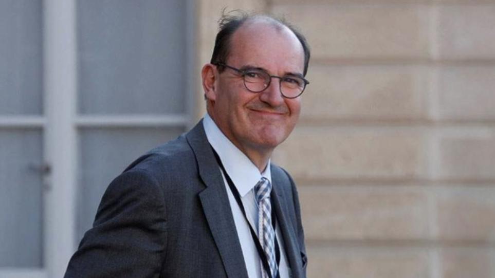 Για τρίτη φορά σε καραντίνα ο Γάλλος πρωθυπουργός – Θετική η σύζυγός του