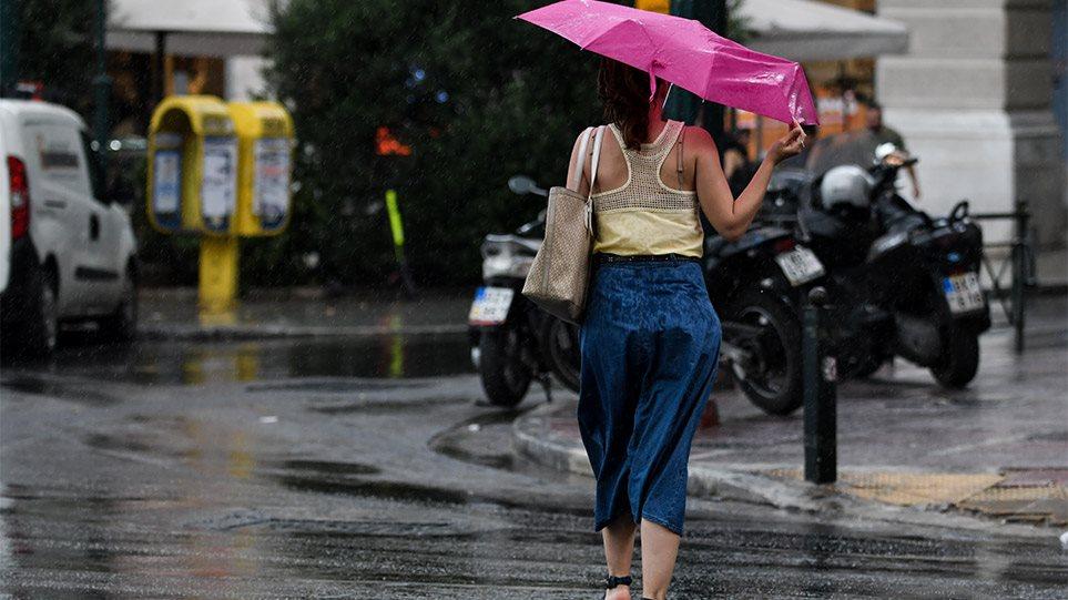 Καιρός: Μπουρίνι στην Αττική – Βροχές, καταιγίδες και την Πέμπτη