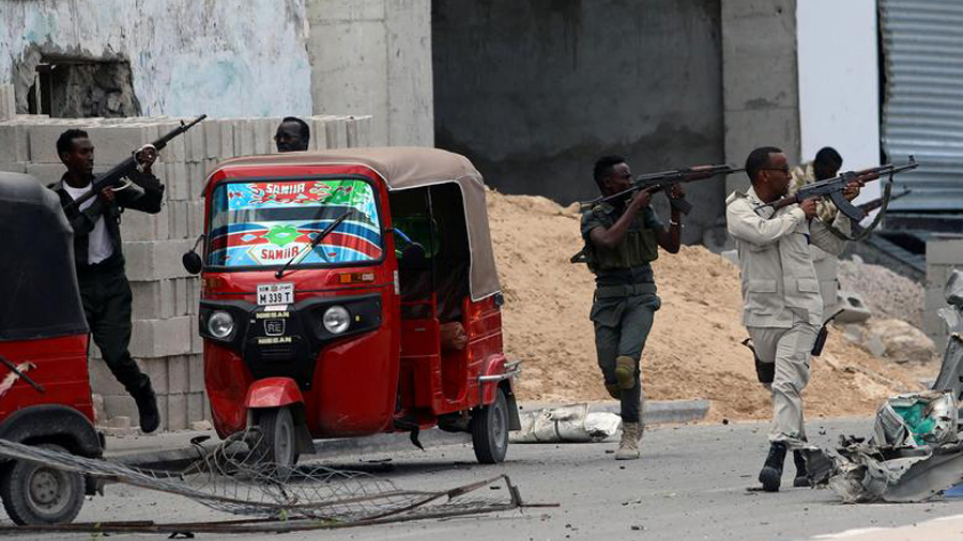 Σομαλία: Τουλάχιστον 30 νεκροί από επίθεση σε στρατιωτική βάση