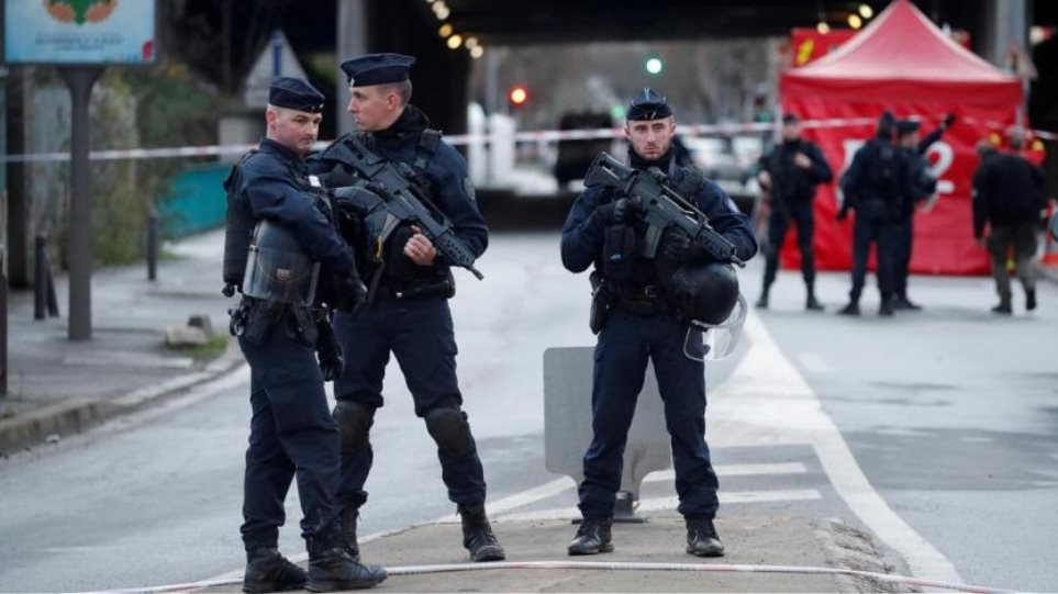 Γαλλία: Απελάσεις υπόπτων ισλαμιστών «εξπρές»