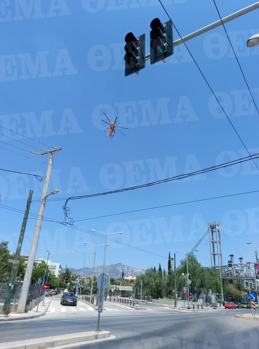 Φωτιά στη Δουκίσσης Πλακεντίας: Ρίψεις από ελικόπτερο – Δείτε βίντεο και φωτογραφίες