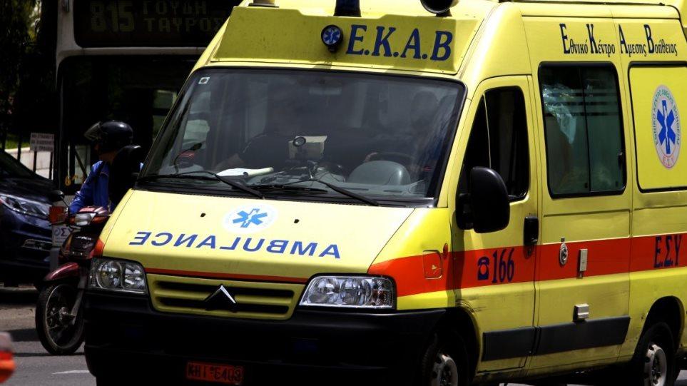 Πάτρα: Νεαρός λιποθύμησε στο δρόμο, λίγη ώρα αφού είχε εμβολιαστεί