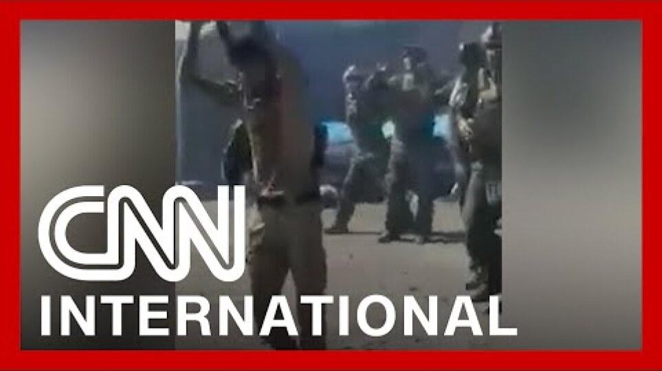 Αφγανιστάν: Ταλιμπάν εκτελούν 22 κομάντος, καθώς προσπαθούν να παραδοθούν – Δείτε το βίντεο