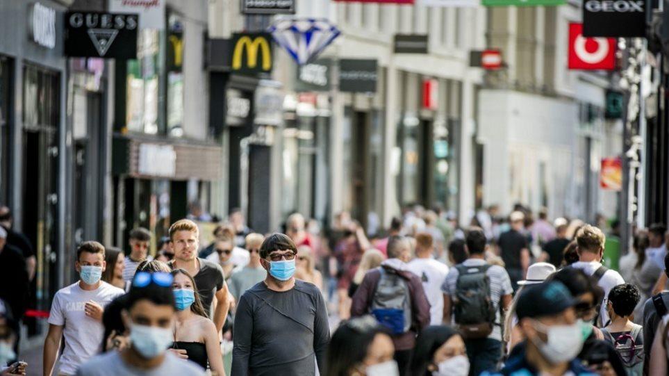 Κορωνοϊός: Η Ολλανδία επαναφέρει περιοριστικά μέτρα στη διασκέδαση