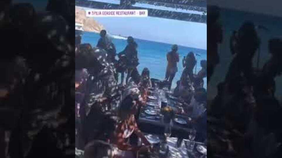 Μύκονος: Παρτάρει από το πρωί το νησί για να γιορτάσει το τέλος των μέτρων