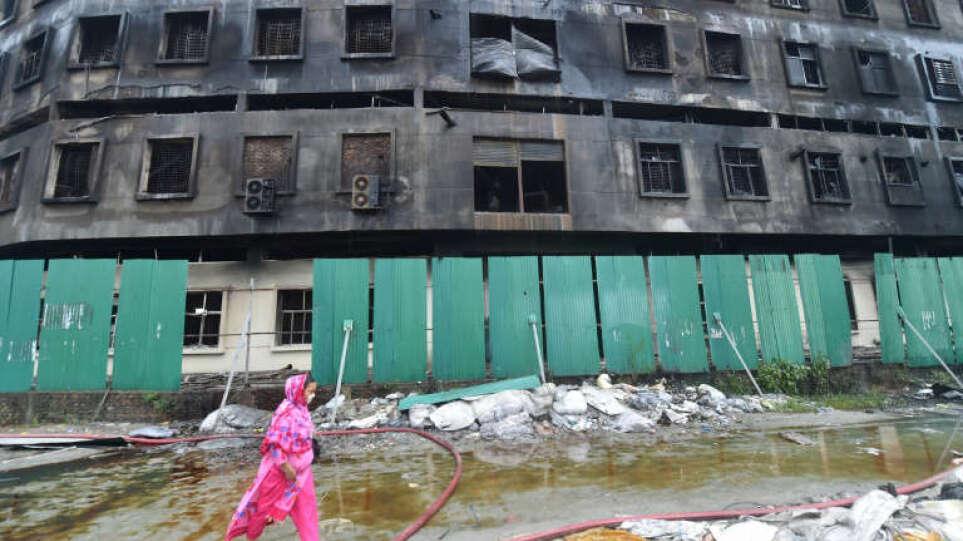 Μπαγκλάντές: Παιδιά από 11 ετών δούλευαν στο εργοαστάσιο που κάηκε αφήνοντας πίσω 52 νεκρούς