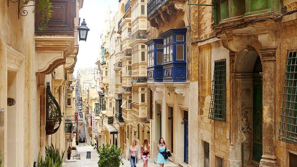 Μάλτα: Εγκατέλειψε το σχέδιο απαγόρευσης εισόδου στους ανεμβολίαστους