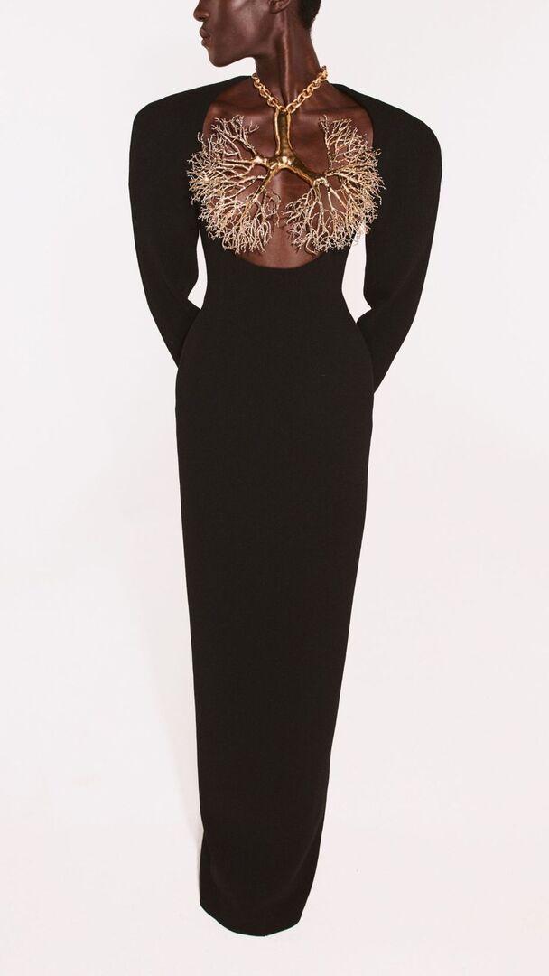 Schiaparelli Haute Couture FW21/22: Ζωγράφοι, ταυρομάχοι και επιδεικτικά vintage αισθητική