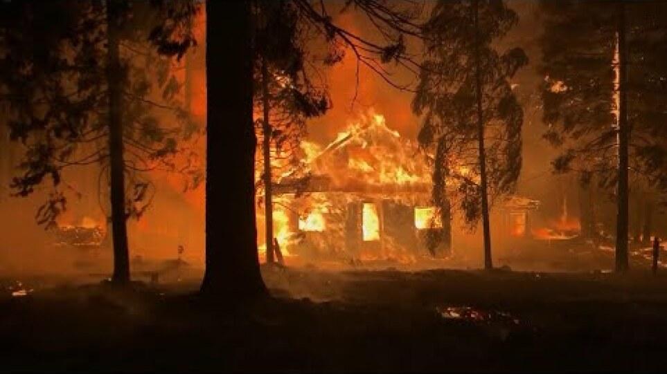 ΗΠΑ: Χάος από τις πυρκαγιές στην Καλιφόρνια – Έχουν απομακρυνθεί πάνω από 8.400 κάτοικοι (βίντεο)