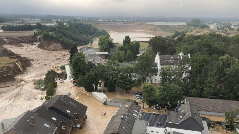Στο χάος των πλημμυρών η δυτική Ευρώπη: Πάνω από 120 συνολικά οι νεκροί – Νύχτα αγωνίας για  χιλιάδες αγνοούμενους