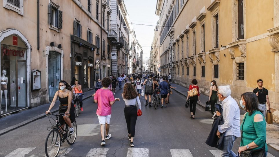 Ιταλία: Υποχρεωτικό το πράσινο πάσο για τους πελάτες που κάθονται σε κέντρα εστίασης