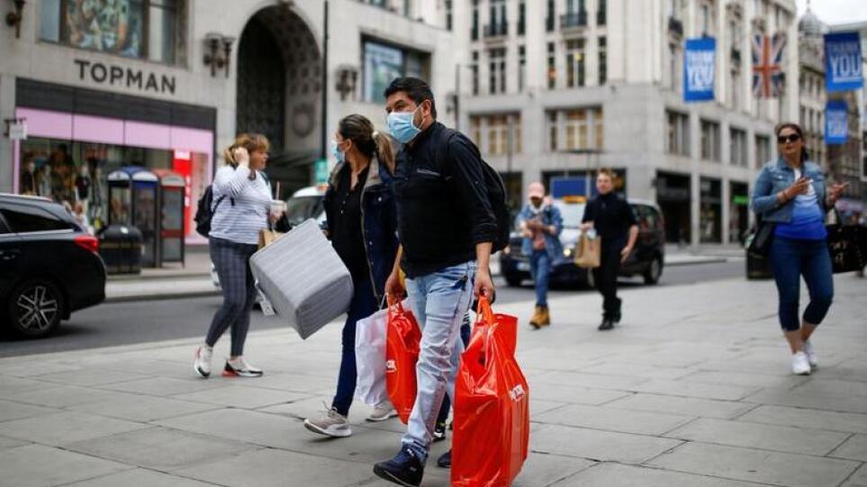 Στα ύψη τα κρούσματα στη Βρετανία: Πάνω από 27.000 – Ο υψηλότερος αριθμός από τον Ιανουάριο