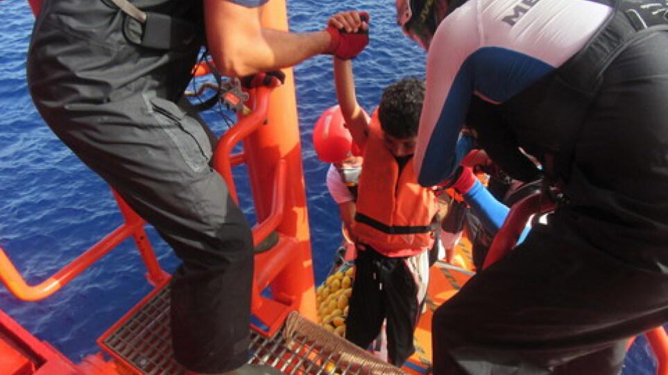 Γαλλία: Το «Ocean Viking» διέσωσε 44 μετανάστες – Ανάμεσα τους 15 παιδιά