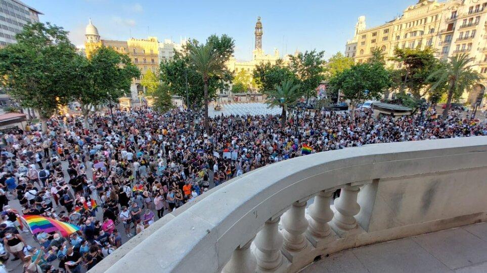 Ισπανία: Συγκλονίζει τη χώρα ο ξυλοδαρμός μέχρι θανάτου ενός νεαρού άνδρα – Καταγγελίες για «ομοφοβικό έγκλημα»