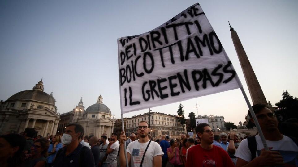 Ιταλία: Συνεχίζονται οι διαδηλώσεις των «αμφισβητιών του εμβολίου» – Μικρή συμμετοχή στις περισσότερες πόλεις