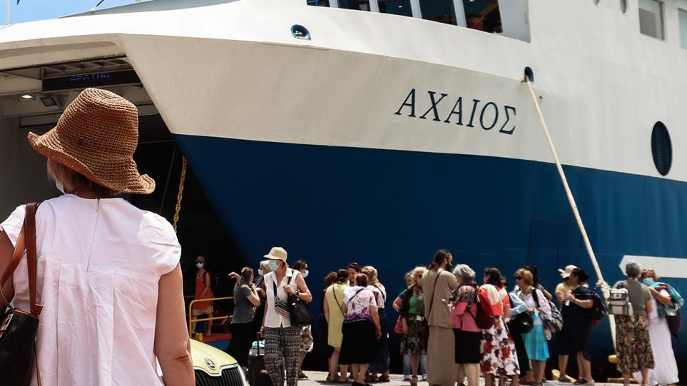 Μετακινήσεις στα νησιά: Πώς θα γίνονται από Δευτέρα με πλοία και αεροπλάνα