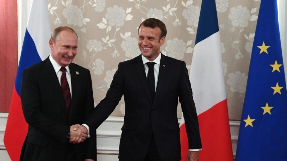 Επικοινωνία Μακρόν-Πούτιν: Στο επίκεντρο οι εξελίξεις στη Λιβύη