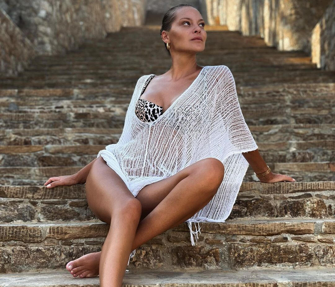 Η Υβόννη Μπόσνιακ φόρεσε το must-have κομμάτι των καλοκαιρινών διακοπών