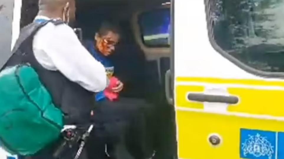 Λονδίνο: Άγνωστος μαχαίρωσε γυναίκα που φορούσε μπλούζα που έγραφε «Charlie Hebdo»