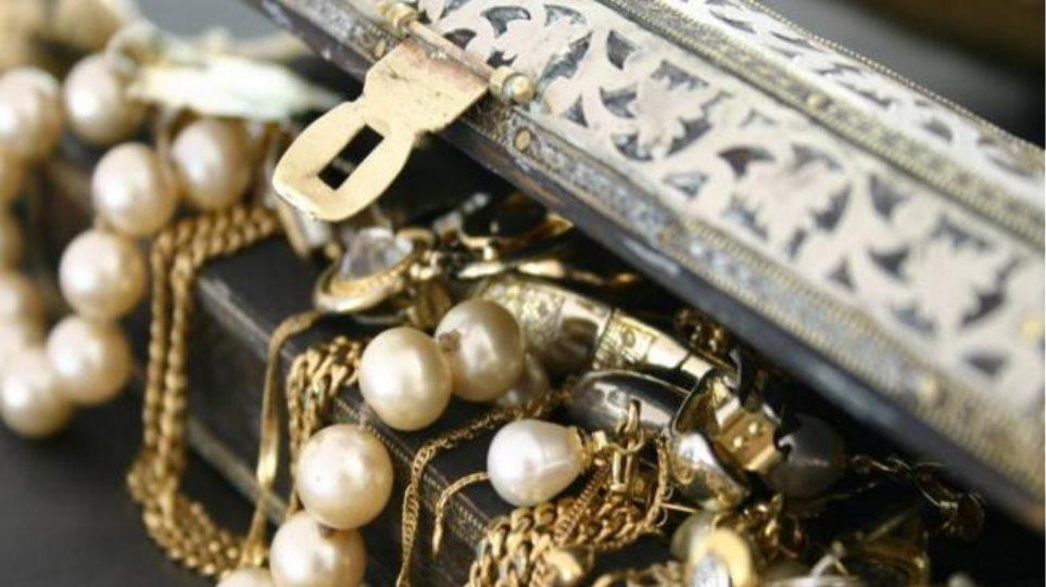 Χαλκιδικη: Άρπαξε κοσμήματα 9.000 ευρώ από ηλικιωμένη και τα πούλησε!