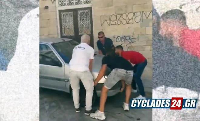 Σύρος: Τουρίστες σήκωσαν στα χέρια αυτοκίνητο για να περάσει λεωφορείο καθώς θα έχασαν την πτήση για Αθήνα