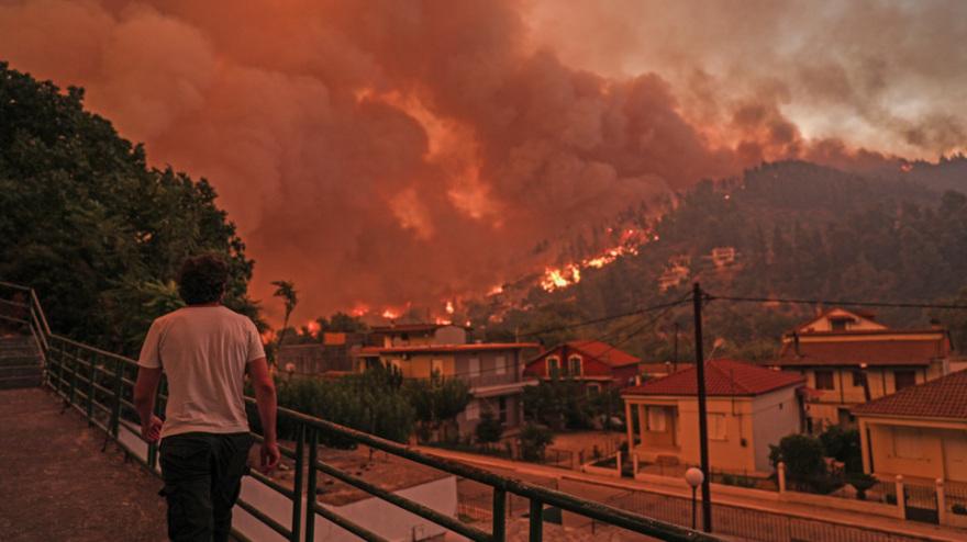 Φωτιές: Ενεργό το πύρινο μέτωπο στη Γορτυνία – Σηκώθηκαν τα εναέρια μέσα για να συνδράμουν στην κατάσβεση