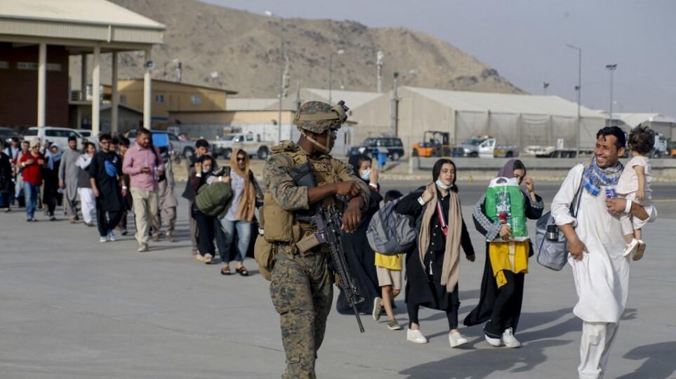 Αφγανιστάν: Η Ουάσινγκτον απομάκρυνε χθες περίπου 3.000 ανθρώπους από το αεροδρόομιο της Καμπούλ