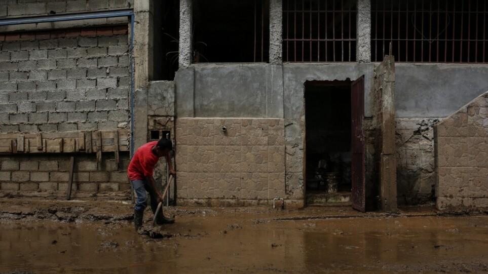 Βενεζουέλα: Τουλάχιστον 15 νεκροί από καταρρακτώδεις βροχές