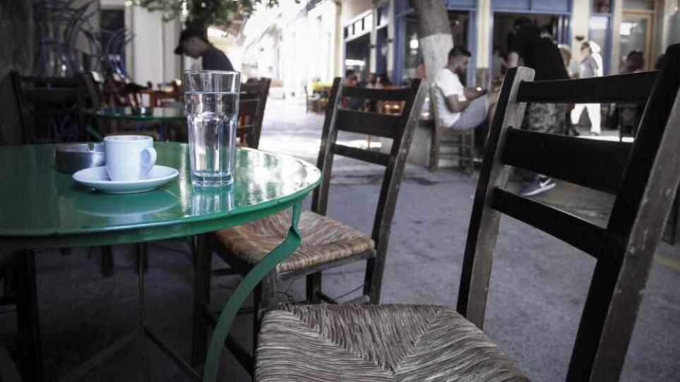 Κρήτη: Του πήραν την άδεια του καφενείου για τους ανεμβολίαστους πελάτες