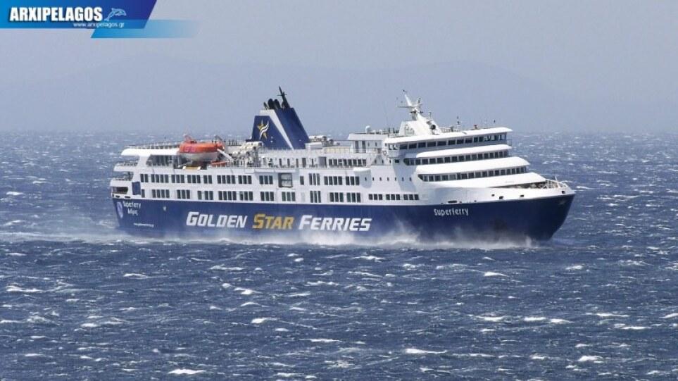Τήνος: Με ανέμους πάνω από 10 μποφόρ έδεσε πλοίο στο λιμάνι – Δείτε βίντεο