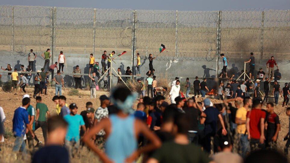Σοβαρά επεισόδια στον φράκτη που χωρίζει Ισραήλ-Γάζα – Τραυματίστηκαν 41 Παλαιστίνιοι