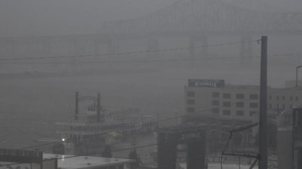 ΗΠΑ: Χωρίς ρεύμα ολόκληρη η Νέα Ορλεάνη εξαιτίας της «καταστροφικής» ζημιάς που προκάλεσε ο τυφώνας Άιντα – Δείτε βίντεο