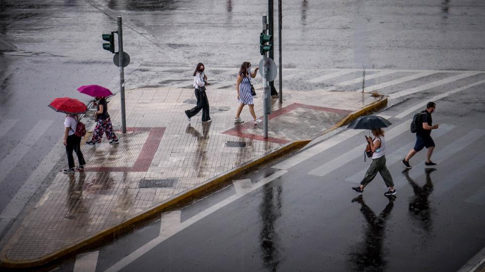 Καιρός: Πέφτει η θερμοκρασία – Πού θα σημειωθούν σήμερα βροχές και καταιγίδες