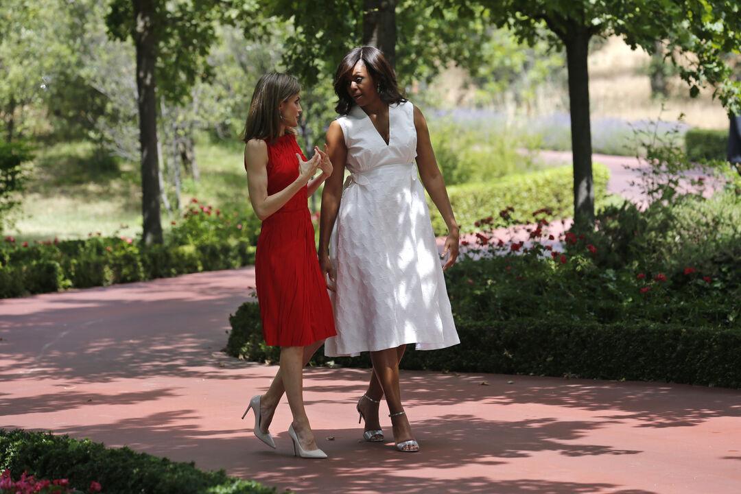 7 φορές που η βασίλισσα Letizia έβαλε φόρεμα και όλες έψαχναν πού μπορούσαν να το βρουν