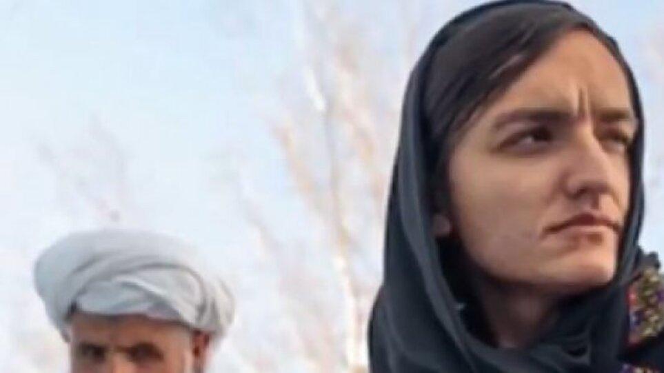 Συγκλονίζει η 29χρονη πρώτη γυναίκα δήμαρχος στο Αφγανιστάν: «Ήμουν στόχος των Ταλιμπαν, σκότωσαν τον πατέρα μου»