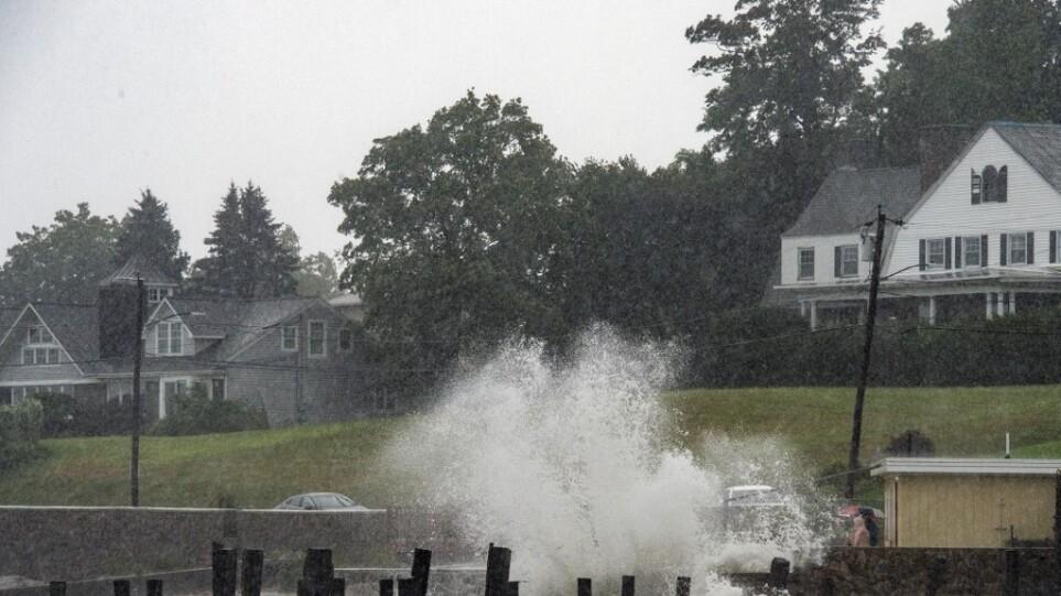 ΗΠΑ: Η τροπική καταιγίδα Χένρι έπληξε τις αμερικανικές ακτές στο ύψος του Ρόουντ Άιλαντ