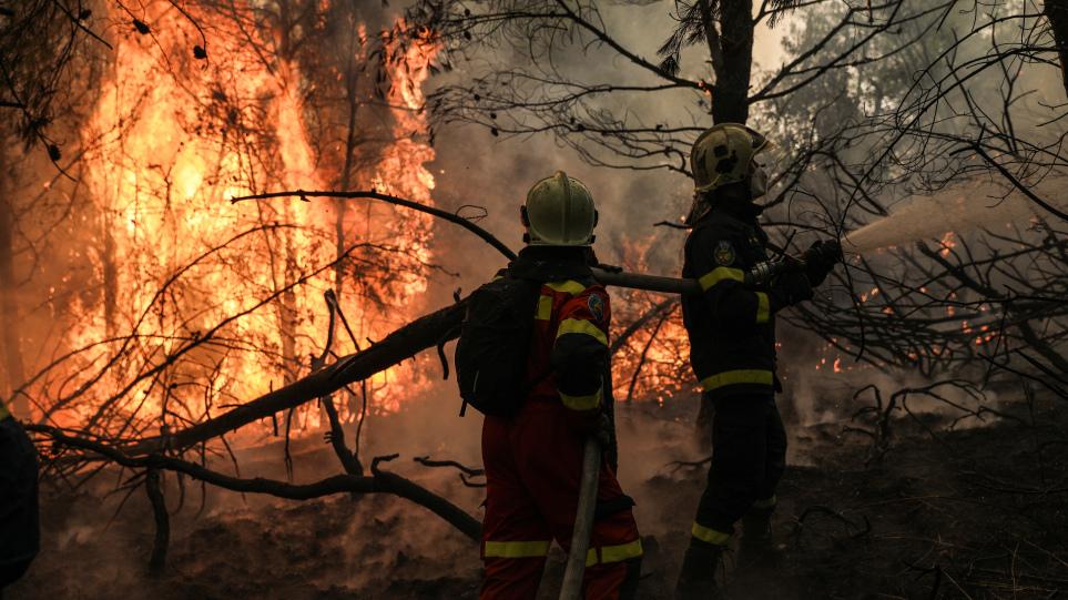 Φωτιά στη Γορτυνία: Μάχη με τις αναζωπυρώσεις – Εκκενώθηκαν συνολικά 21 οικισμοί