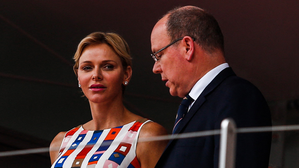 Χωρίζουν Αλβέρτος και Σαρλίν του Μονακό; Ο πρίγκιπας πήγε με την πρώην ερωμένη του στον χορό του Ερυθρού Σταυρού