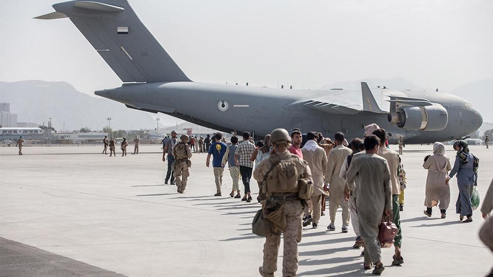 Χάος στο Αφγανιστάν: Χιλιάδες Ευρωπαίοι εγκλωβισμένοι – «Μπάιντεν, χρειαζόμαστε κι άλλο χρόνο» φωνάζουν Γερμανία, Αγγλία, Γαλλία
