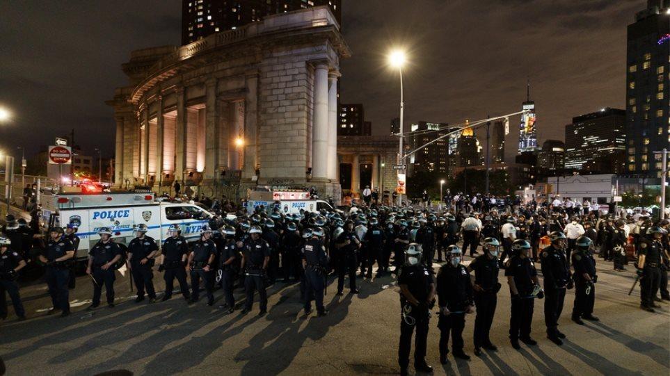 ΗΠΑ: Η αστυνομία της Νέας Υόρκης δίνει εντολή στους αστυνομικούς να εμβολιαστούν