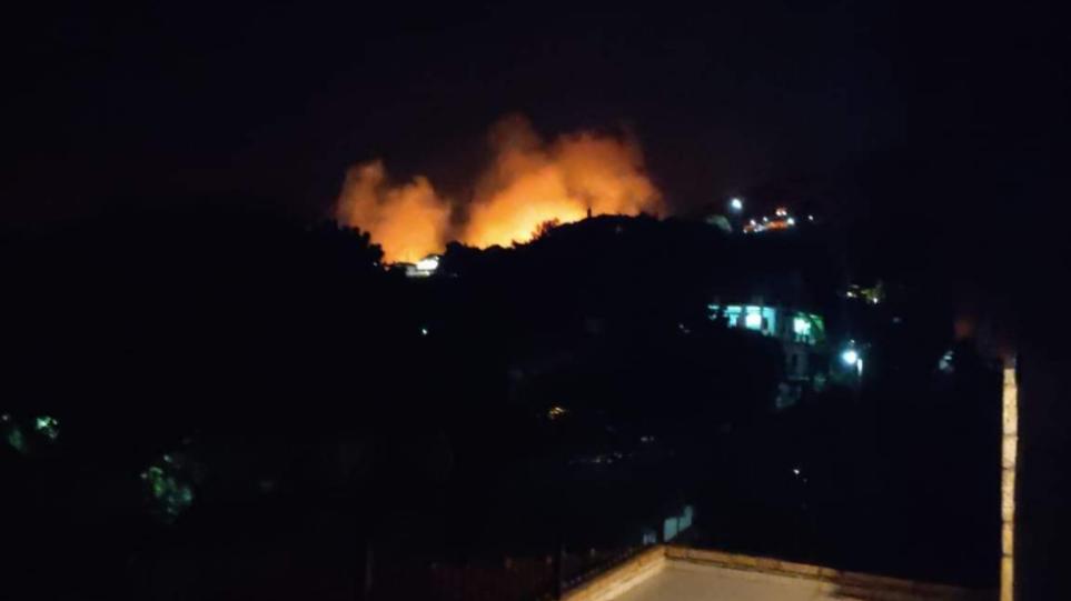 Συναγερμός στην Κερατέα: Πυρκαγιά κοντά σε οικιστικό ιστό στο Δασκαλειό