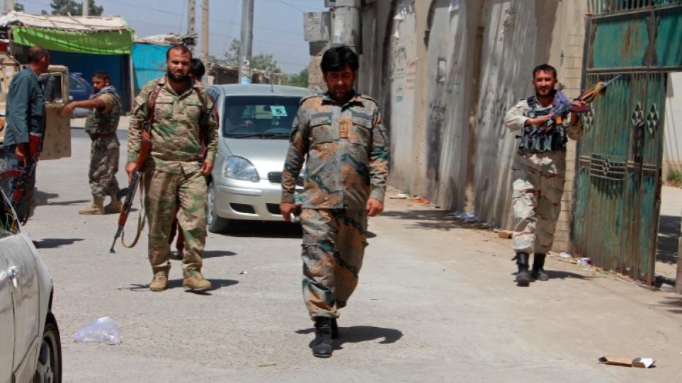 Αφγανιστάν: Ενισχύουν τις θέσεις τους οι Ταλιμπάν – Φόβοι για επιδείνωση της ανθρωπιστικής κρίσης