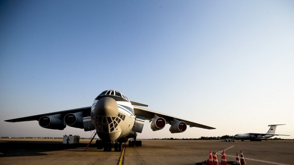 Έφτασε στην Αθήνα το ρωσικό θηρίο Ilyushin Il-76 για τη μάχη κατάσβεσης των πυρκαγιών
